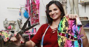 Renata Aparecida fez cursos de corte e costura na Faetec e, atualmente, vende peças personalizadas por encomenda (Foto: Fabio Guimaraes )